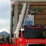 bomberos en incendio Falabella alto las condes