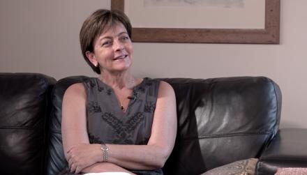 Pamela Prett en programa Mujeres de radio usach que conduce gabriela martínez