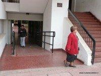 acceso en rampa para acceder al ascensor