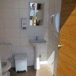 interior de los baños de uso público