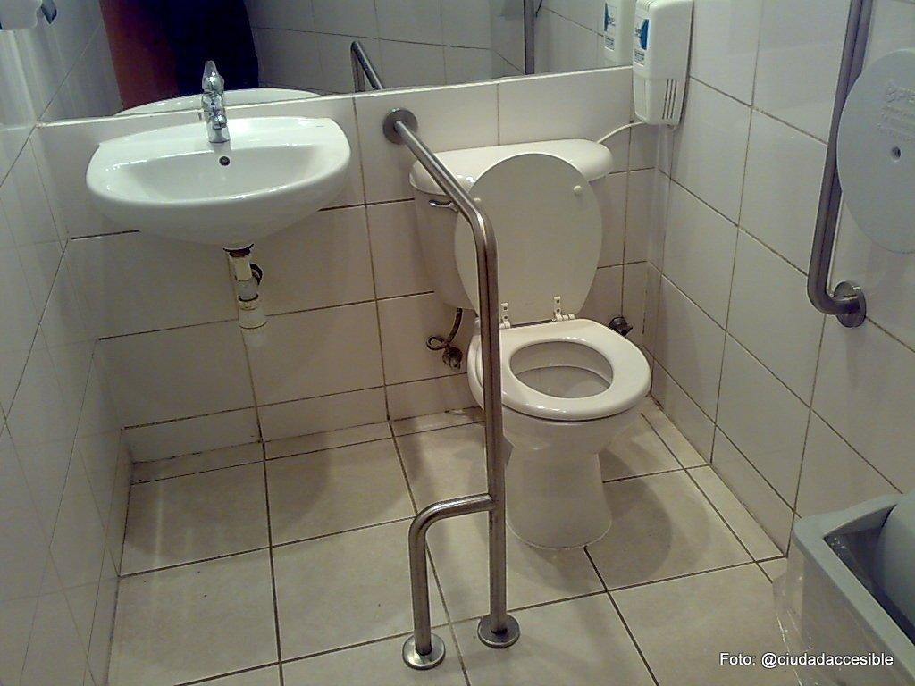 Bano discapacitados dimensiones mejores ideas para el for Banos para discapacitados