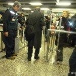 Primer usuario a pocos minutos de inaugurada la accesibilidad en la estación