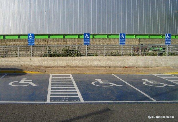 Estacionamiento para personas con discapacidad Lider Tomás Moro