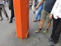 Uno de tantos obstáculos que deben sortear en el camino como personas ciegas