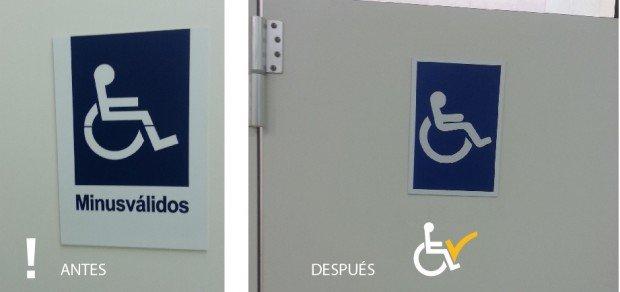 Antes y después retirando término minusválido de puerta baño Pronto Copec