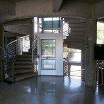 Reparación por medio de un ascensor para comunicar los pisos