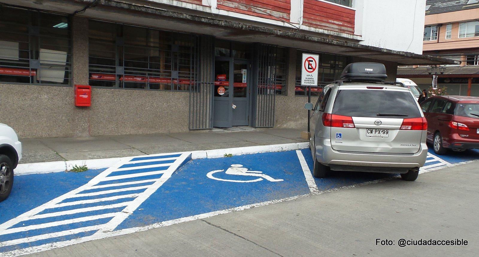 estacionamientos accesibles en la vía pública en puerto varas