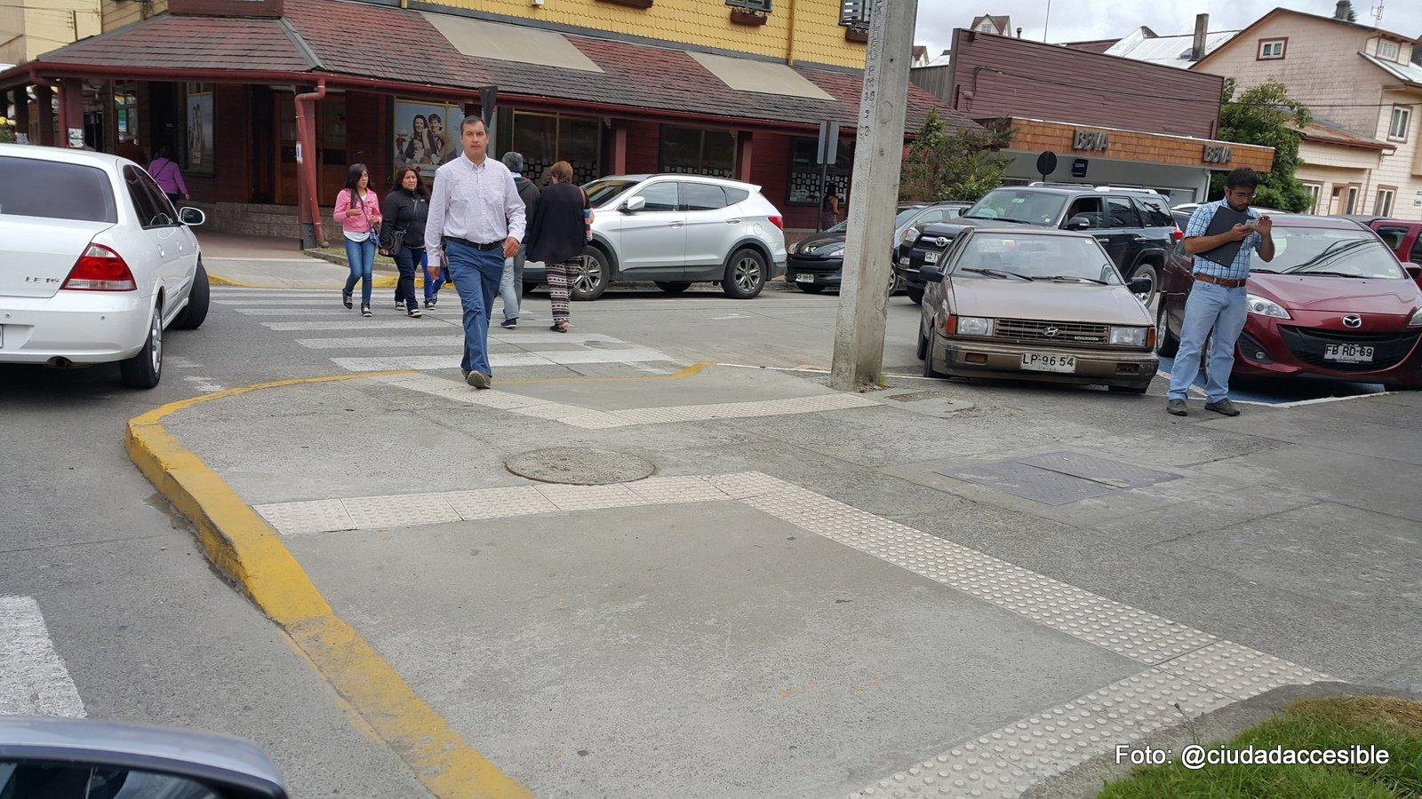 circuito de excelentes cruces peatonales rebajados