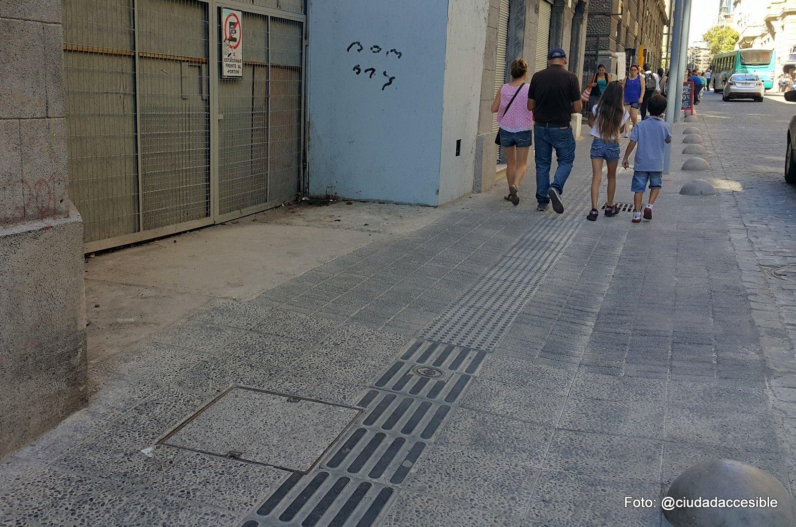 accesos vehiculares por la vereda