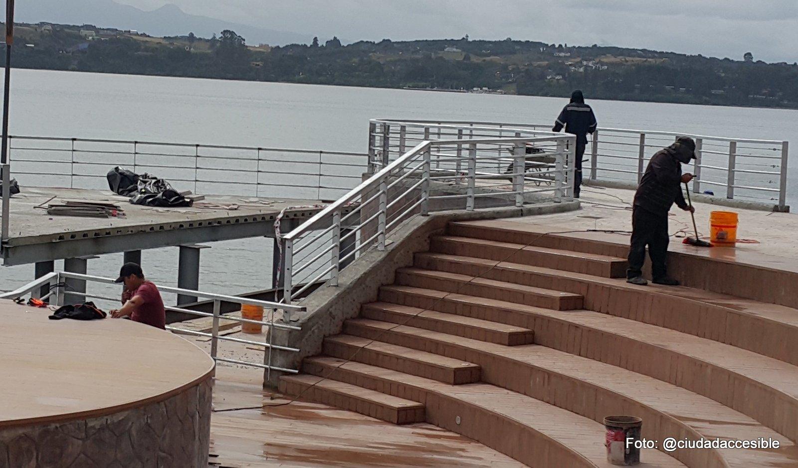 Mirador en construcción en puerto varas