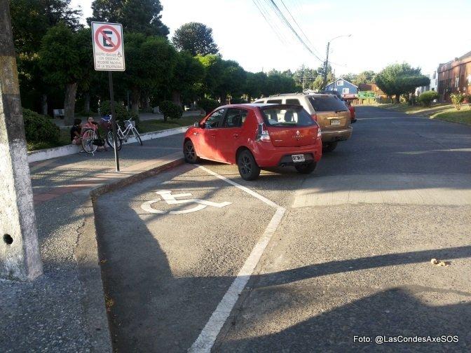 Estacionamiento sin acceso a la vereda