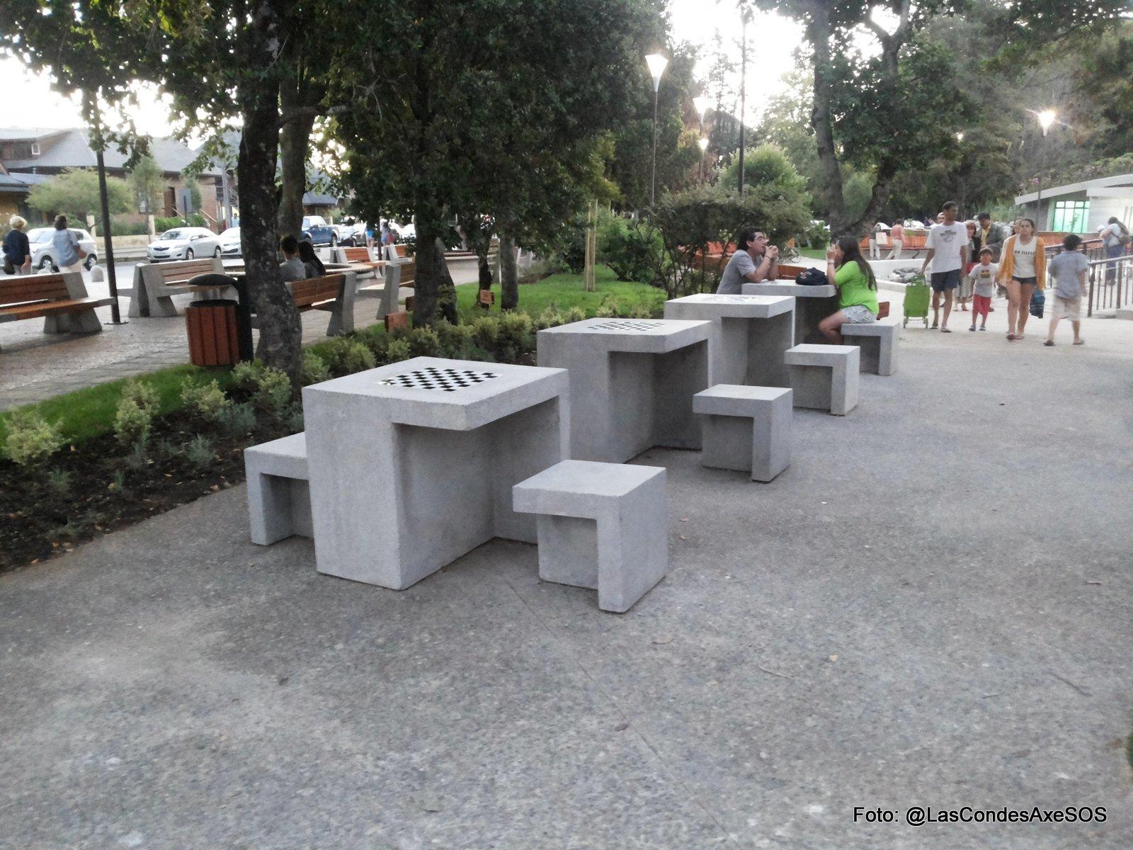 Juego de damas o ajedrez inaccesibles para personas en silla de ruedas Pucon