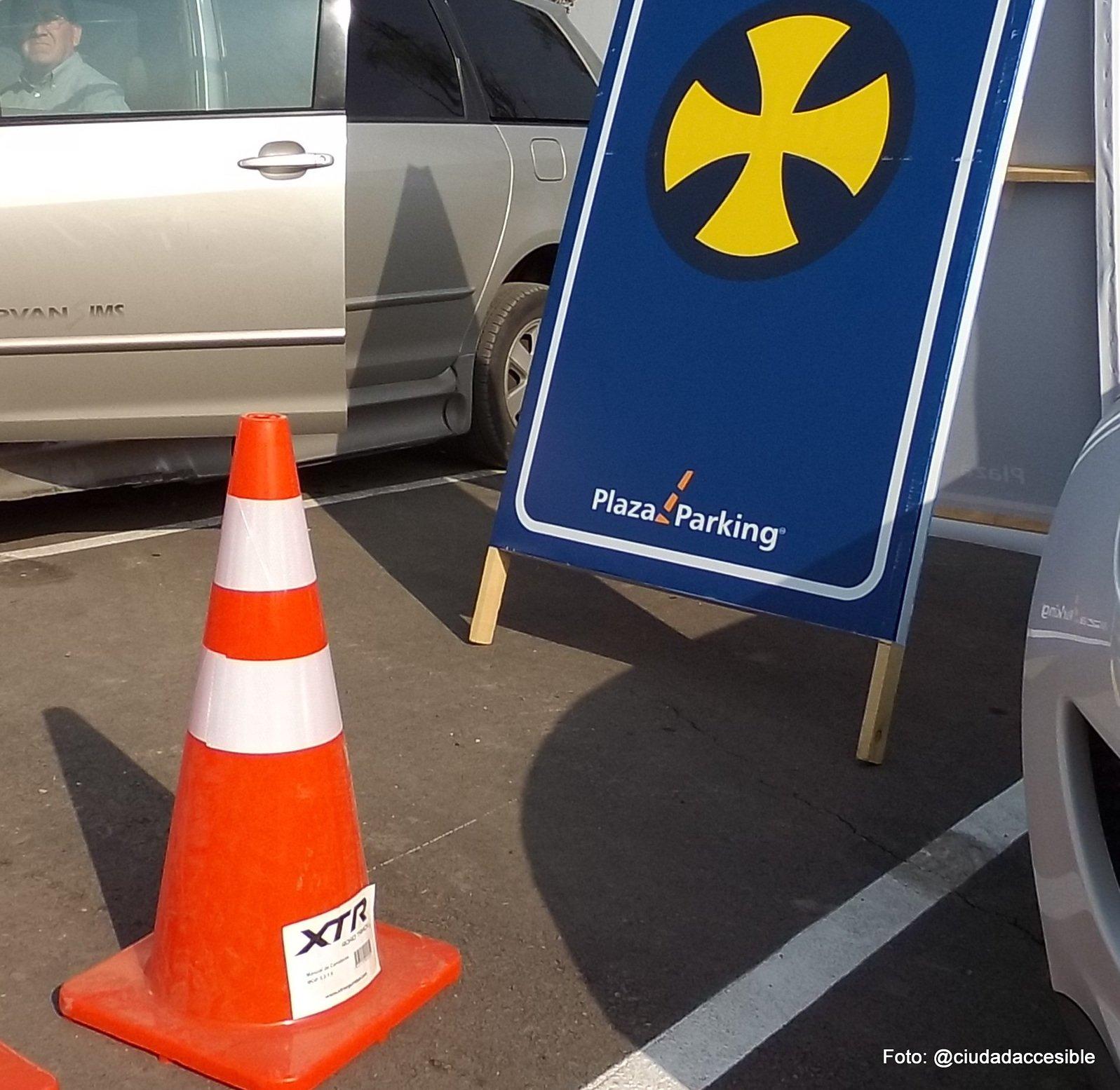 Estacionamiento para personas con discapacidad mal señalizados y de ancho inadecuado (2)