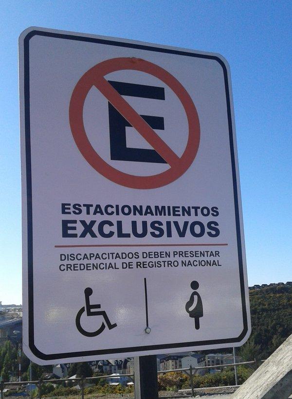 señalización estacionamiento para PcD en universidad SAN SEBASTIAN