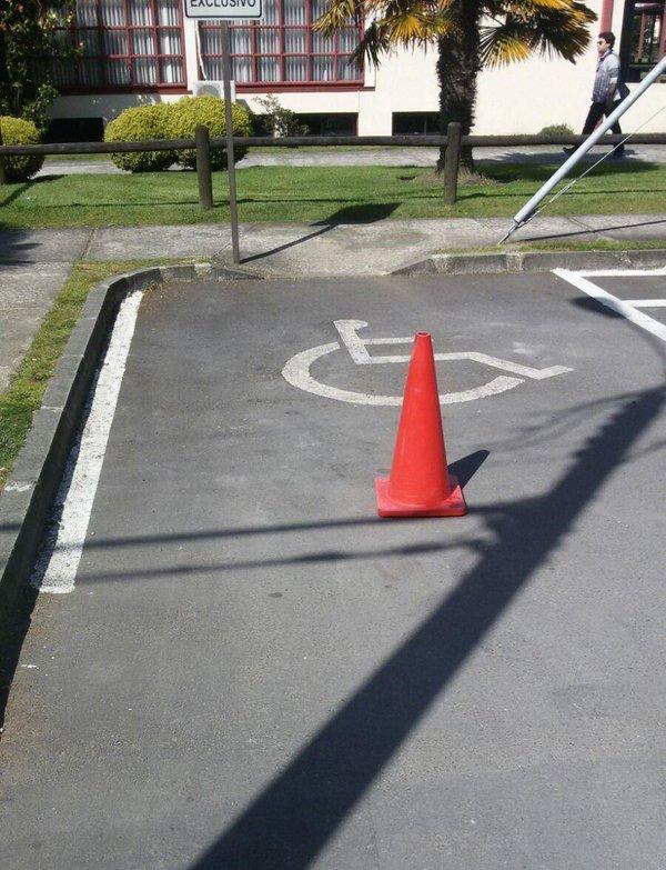 Estacionamientos para PcD en UNIVERSIDAD AUSTRAL