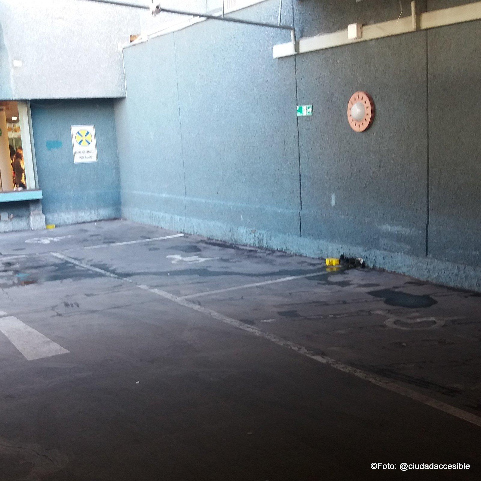 estacionamiento para PcD en apumanque