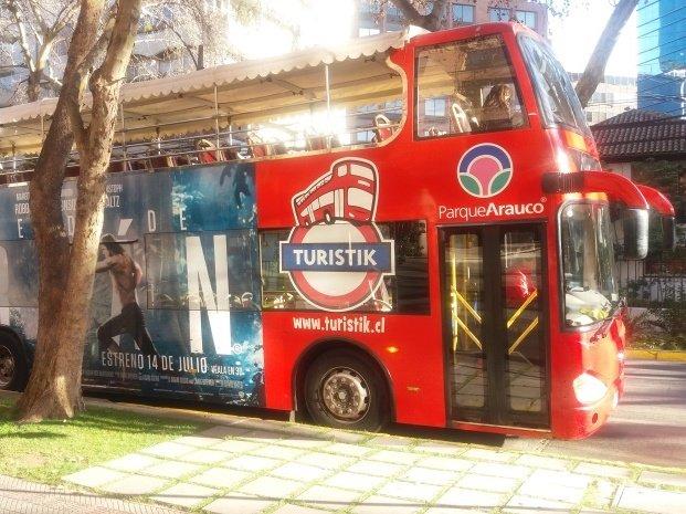 bus turistik de turismo que recorre santiago
