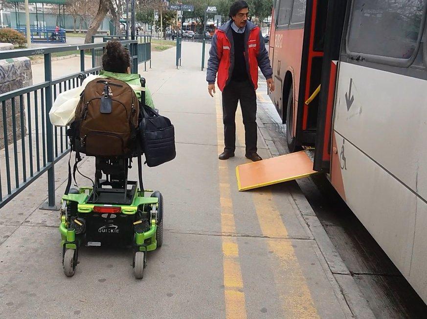 Foto: Rampa de acceso a bus de pendiente excesiva