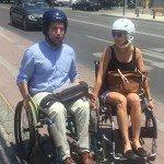 Concejales recorriendo su comuna en silla de ruedas
