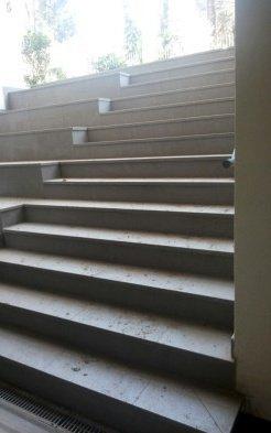 Escaleras de acceso a Edificio Charles Hamilton