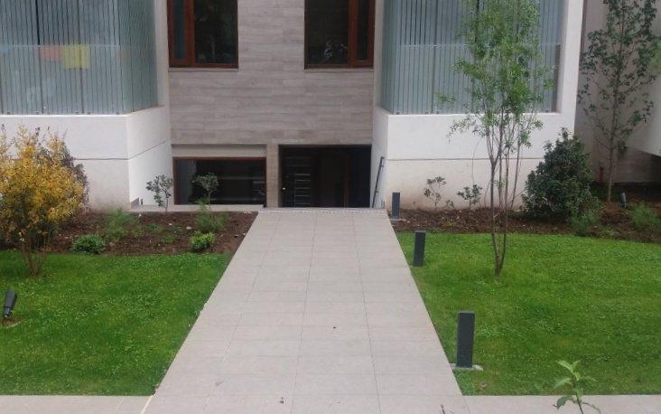Acceso Edificio Charles Hamilton