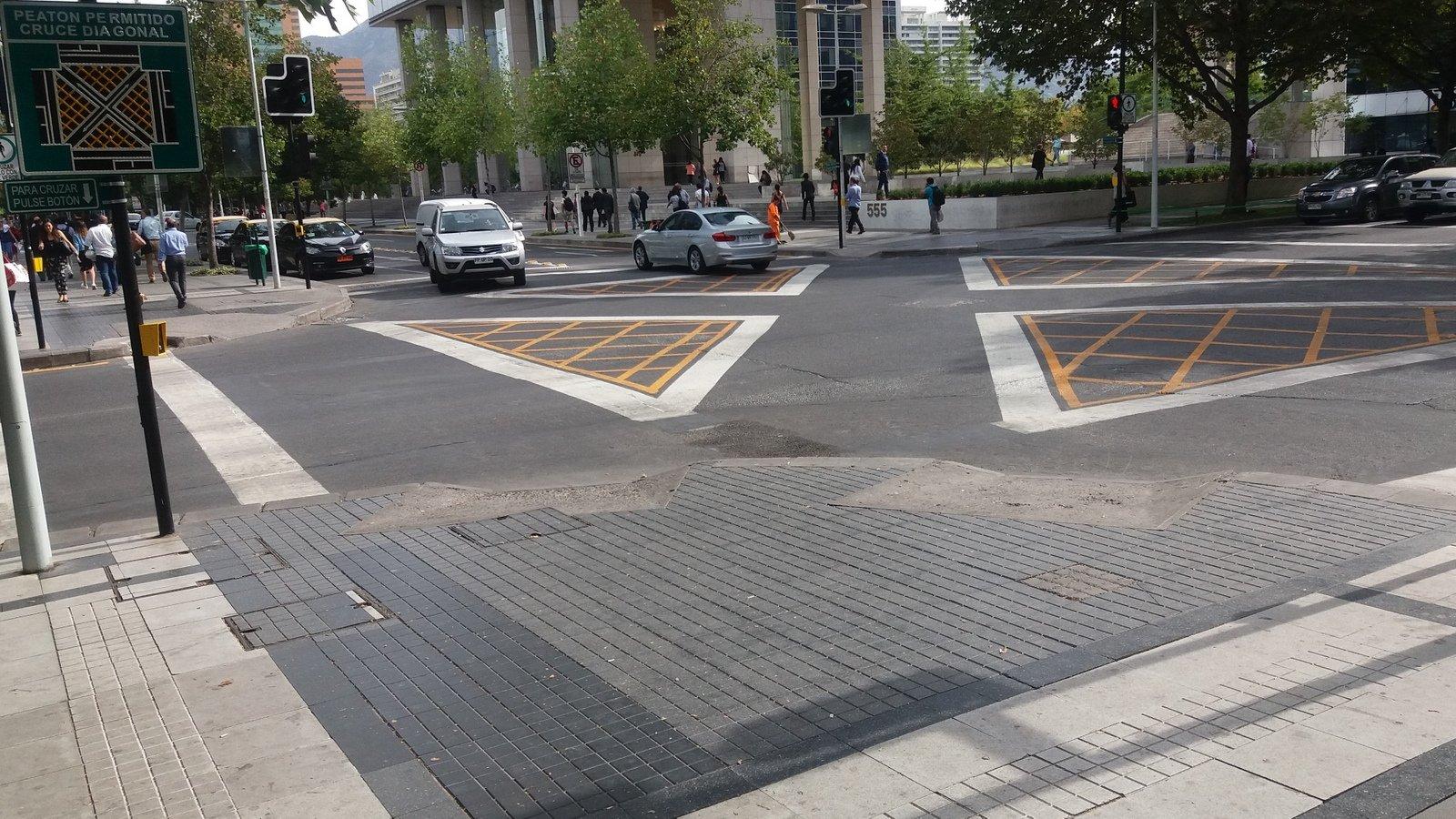 vereda Sur-Poniente calle Rosario Norte y Cerro El Plomo