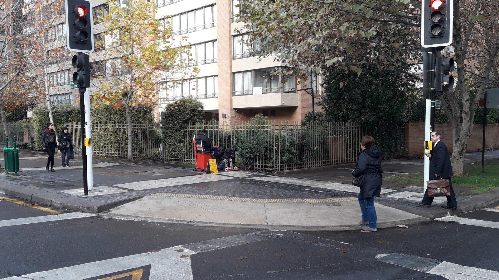 vereda Sur-Poniente con calle Rosario Norte después