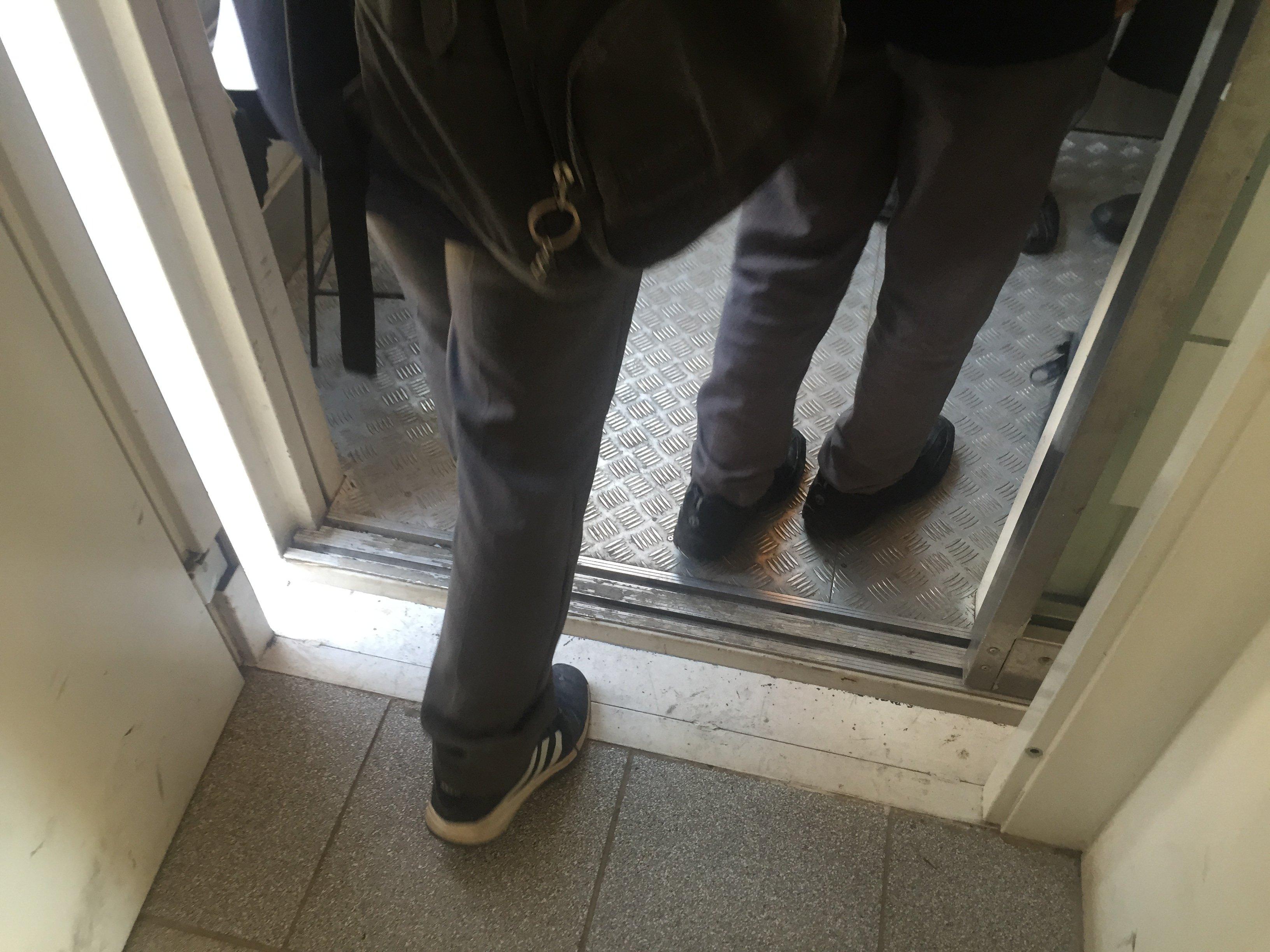 Acceso a cabina del ascensor