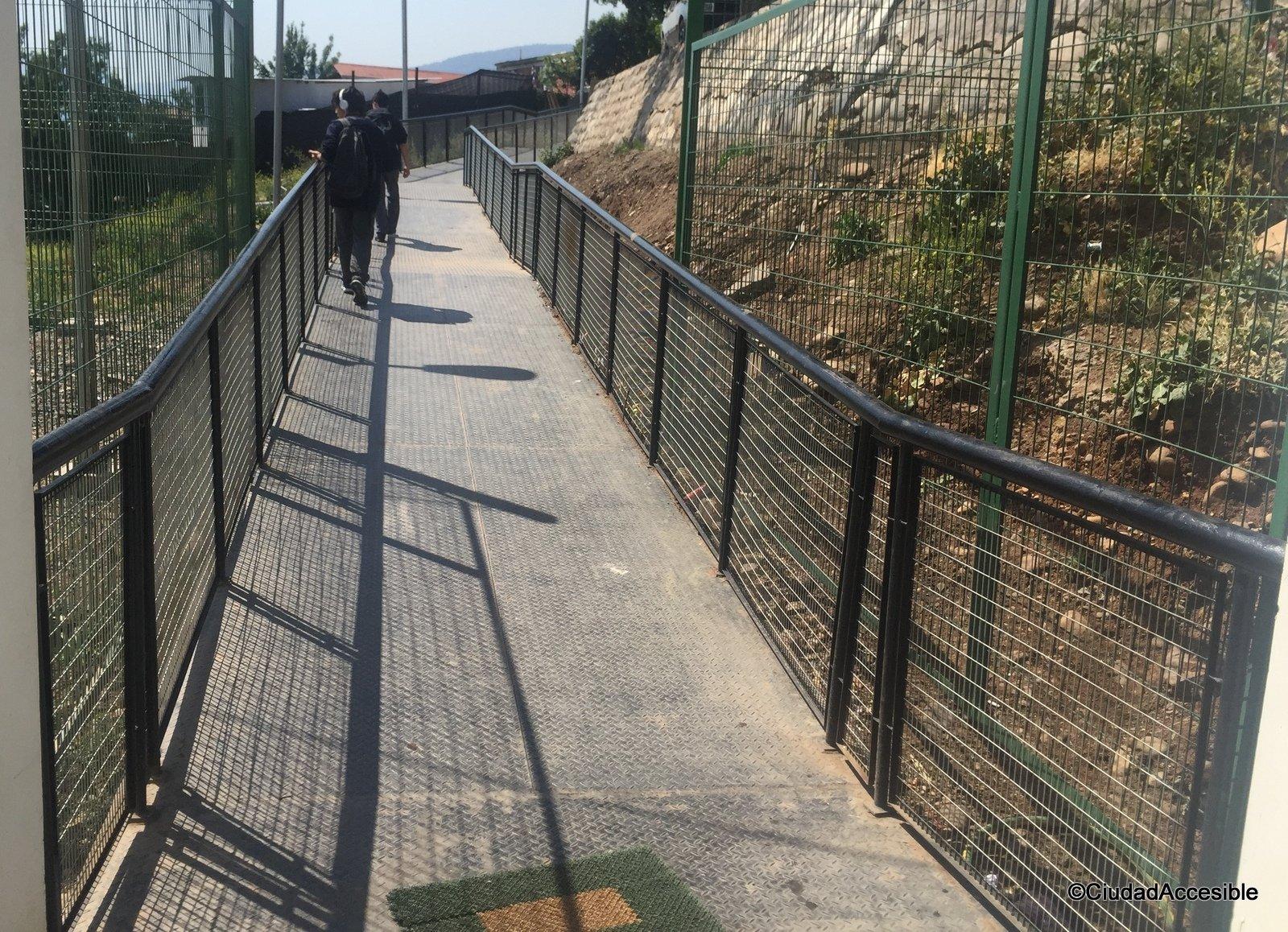 Imagen de rampa de acceso y salida de la tercera estación