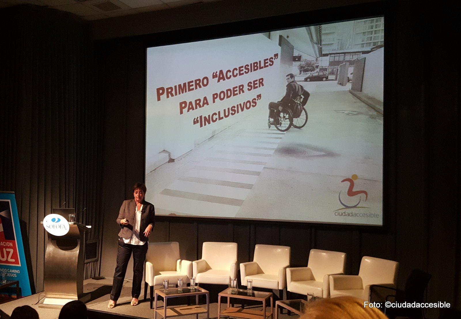 Exposición de Ciudad Accesible en Seminario Fundación Luz - Sofofa Primero accesibles para ser inclusivos