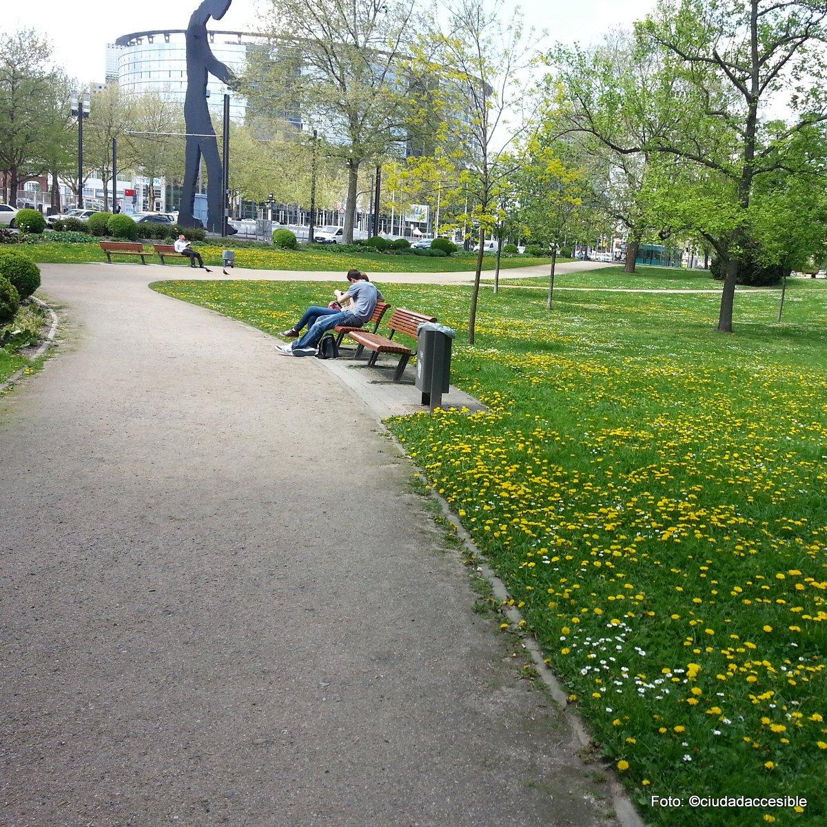 ruta accesible en parque