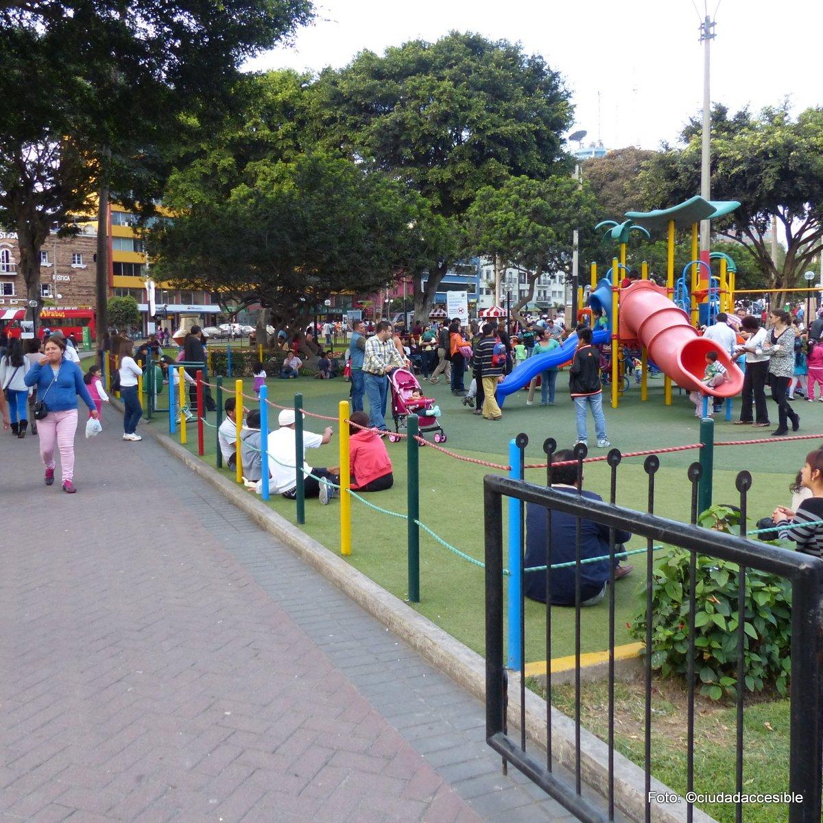 juegos infantiles en plaza de Lima conectados a ruta exterior