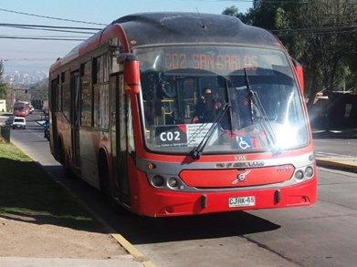 Bus con señalización SIA frontal ubicada en el costado del chofer