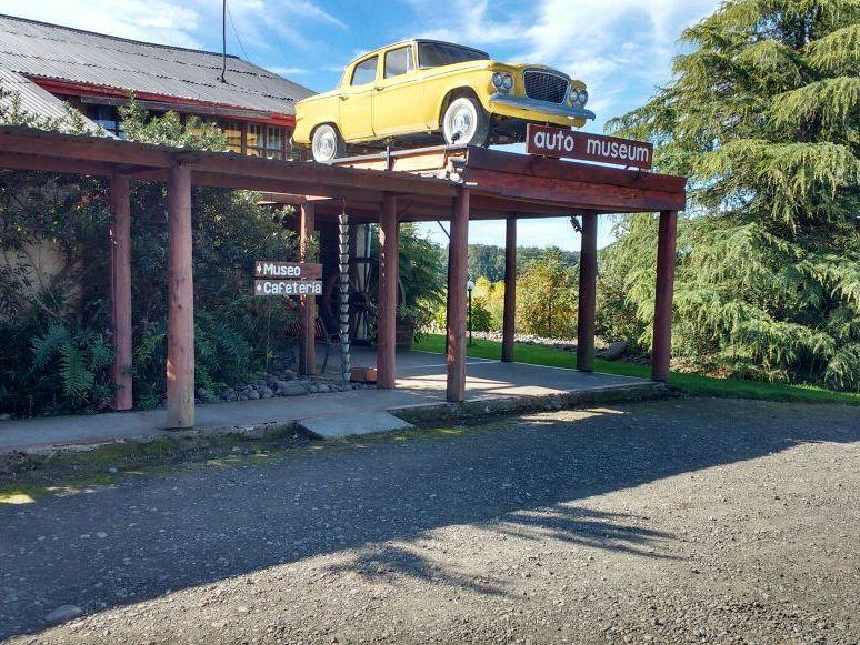 rampa en el acceso al auto museum moncopulli
