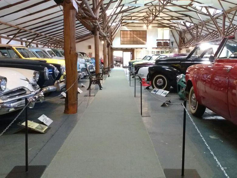 circulaciones interiores en el museo con pasillos amplios y sin desniveles