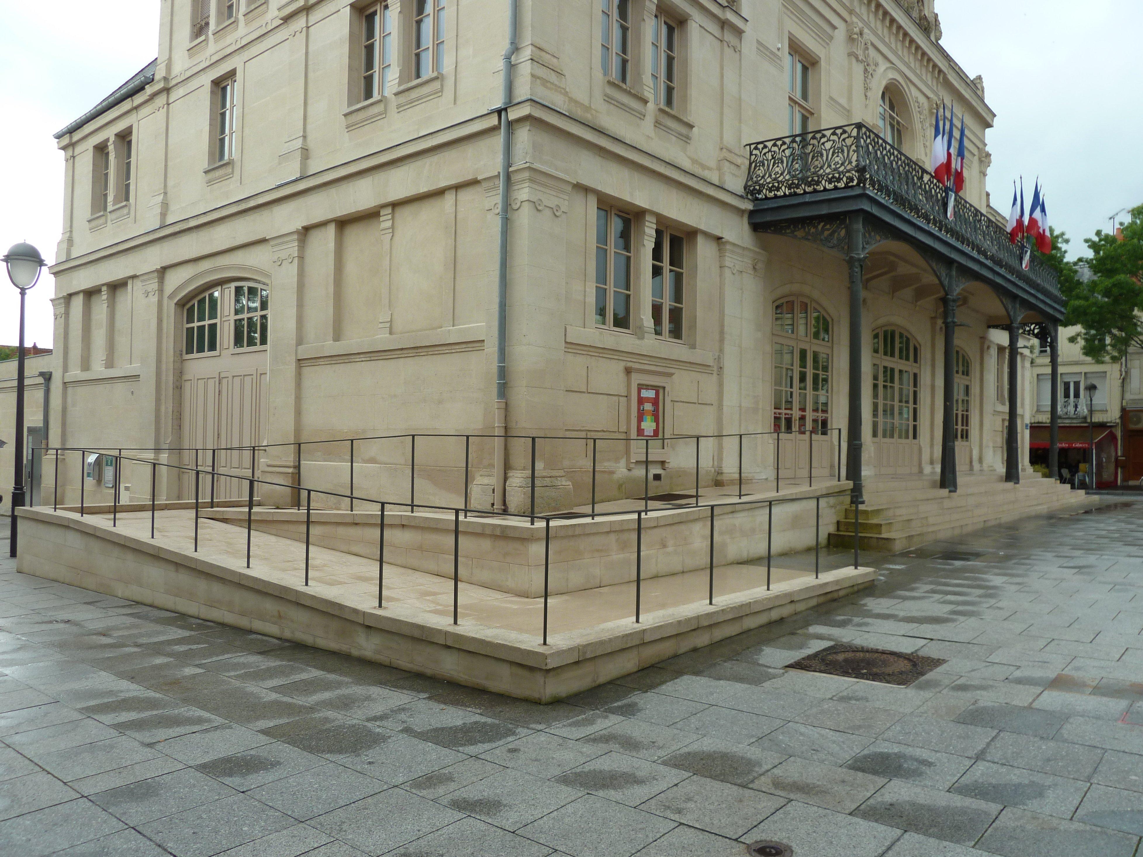 acceso con rampa en obra en edificio patrimonial