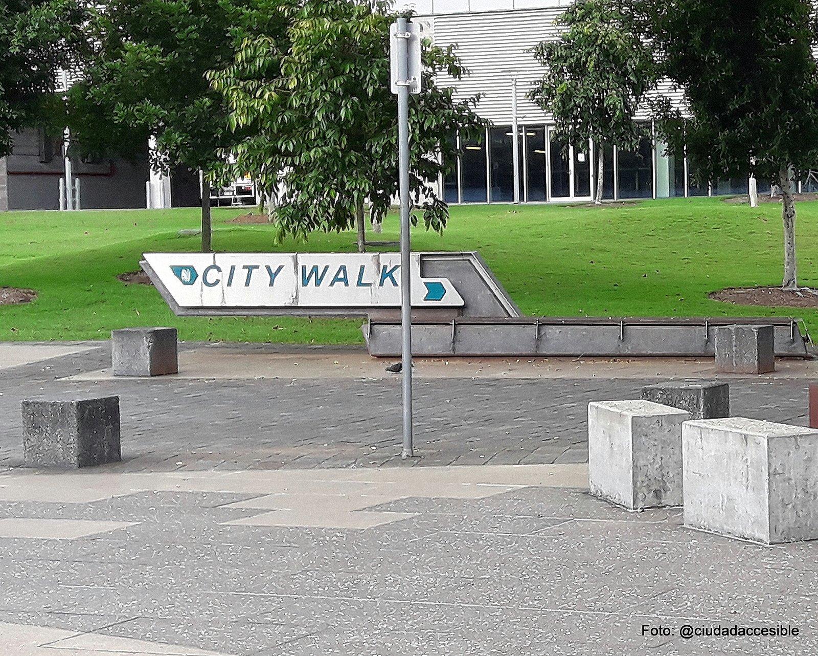 """Señal que indica """"City Walk"""" en Parque South Bank Brisbane"""