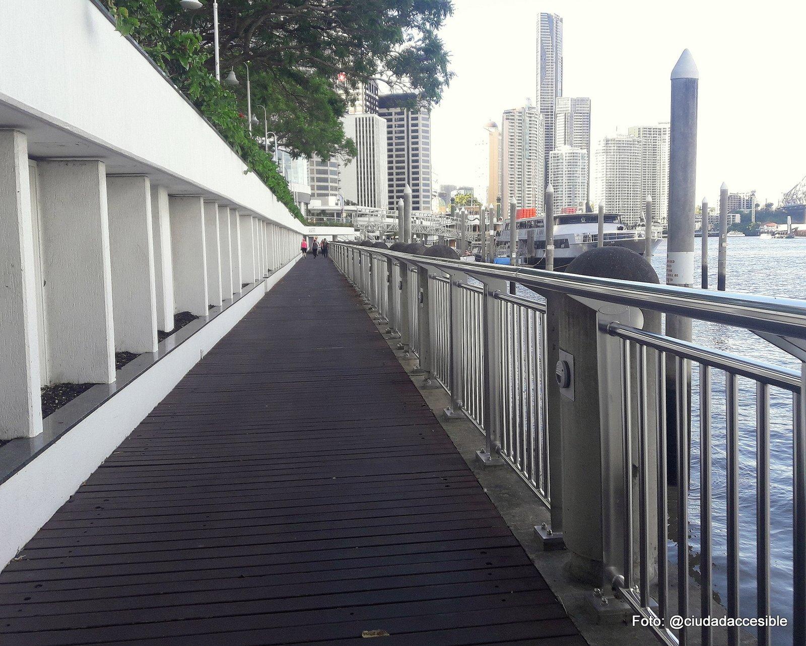 Ruta peatonal en la ciudad Parque South Bank Brisbane