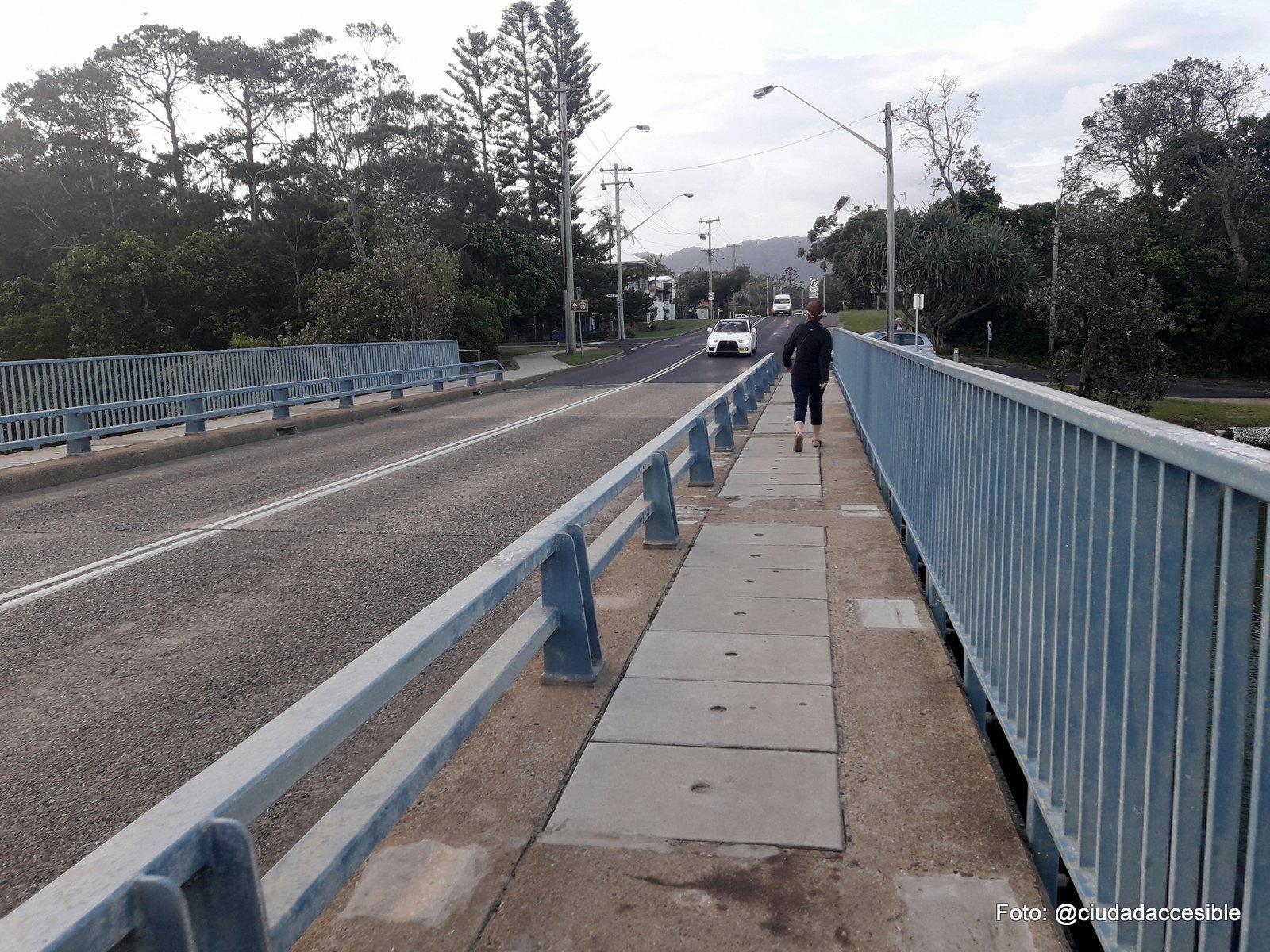 ruta peatonal sobre un puente en Parque Coffs Harbor