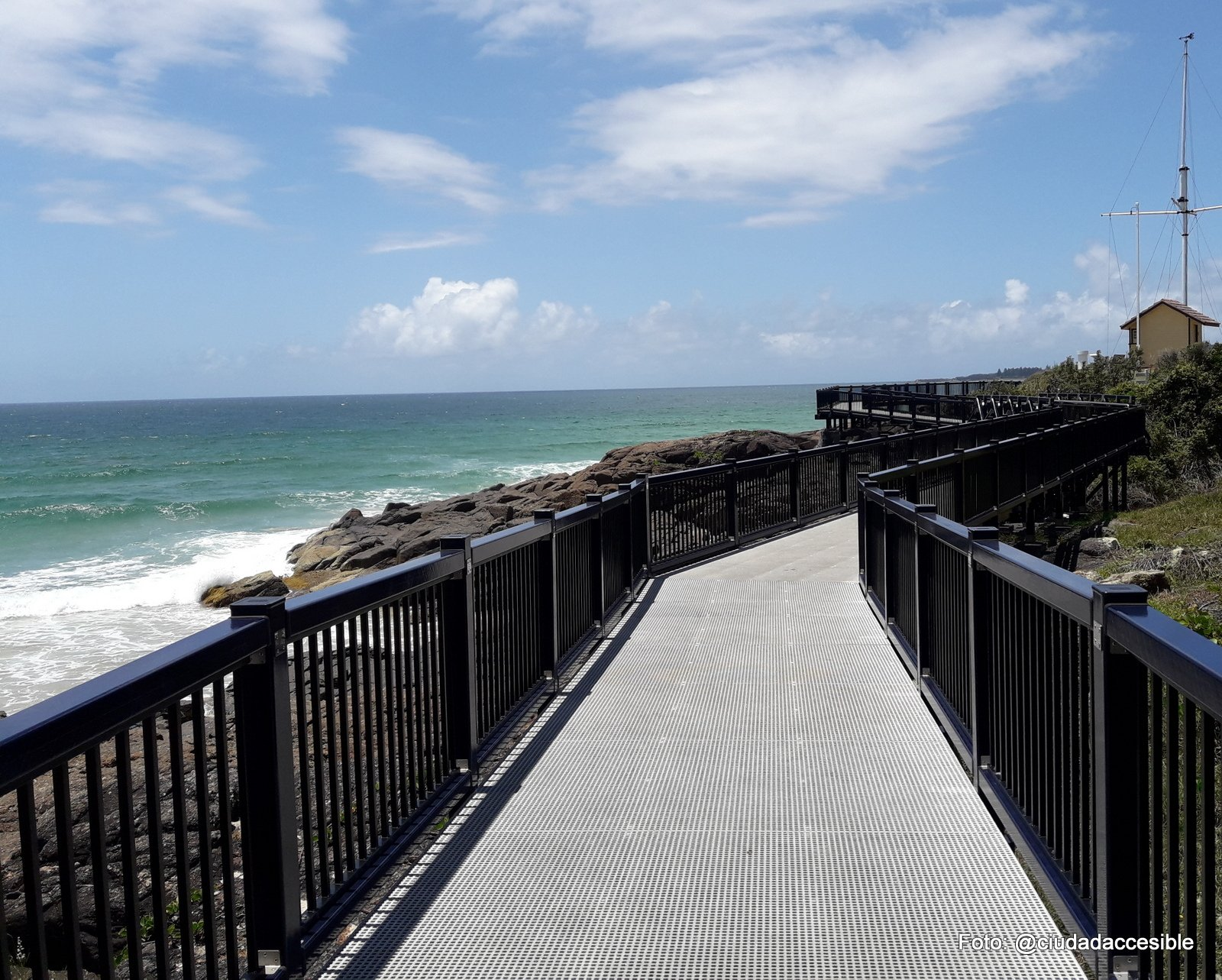 sendero con vista a Playa Coffs Harbor
