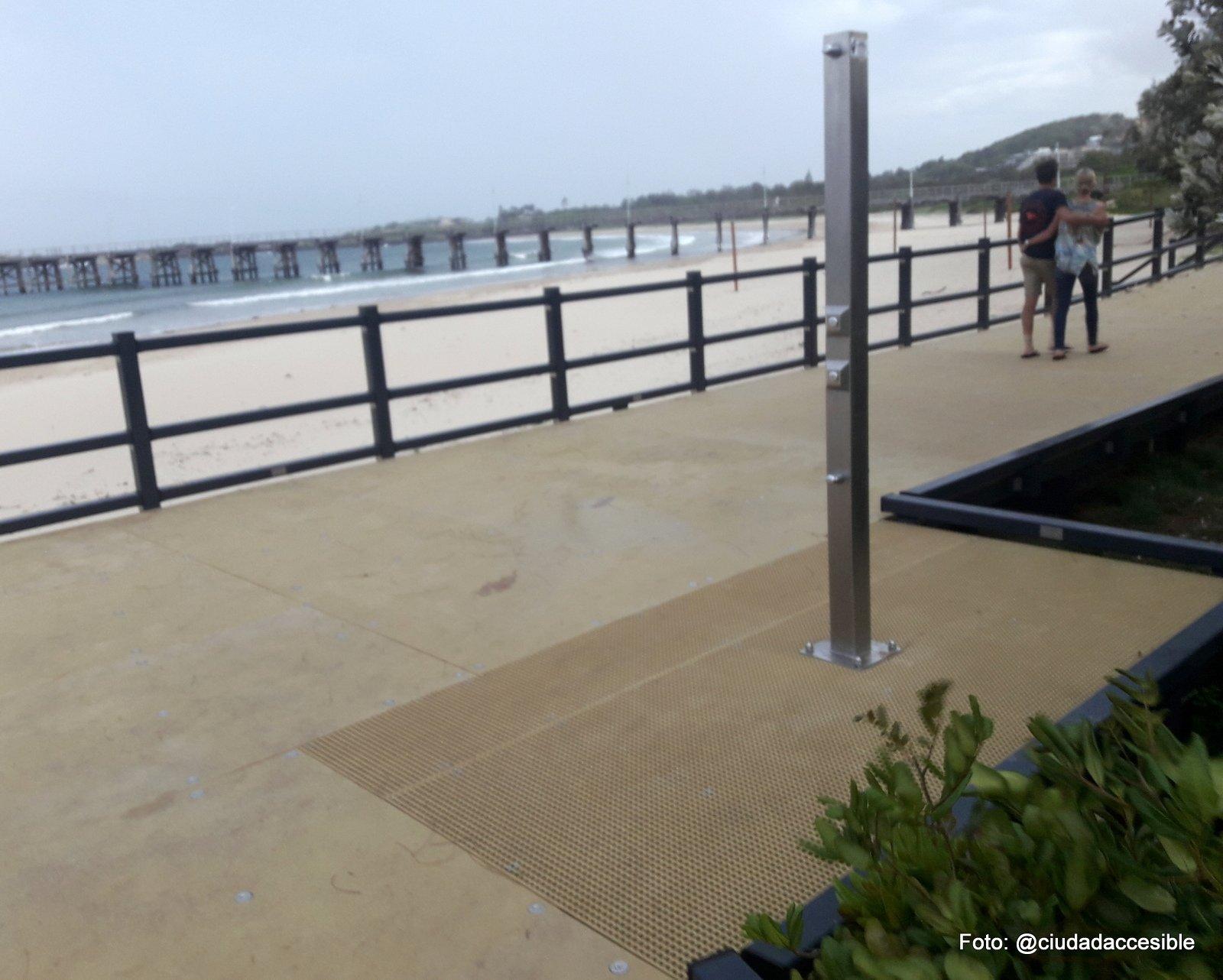 Ducha pública en playa Coffs Harbor