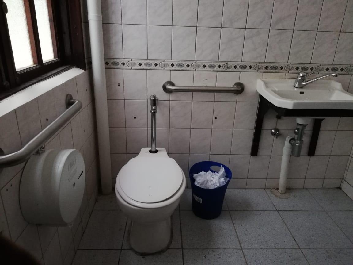 baño accesible en el parque