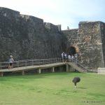 Rampa y escalera para acceder a antiguo fuerte