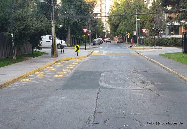 diseño de tachas en el pavimento para mantener una visión despejada ante el cruce
