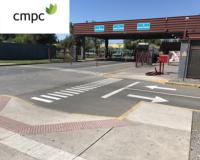 vista del acceso a la planta con el logo de CMPC